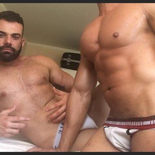 Deux mecs actifs cherche un passif chaud